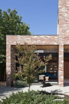 Old brick 👌 Square shape ✅ Hertford Street House House Extension Design, House Front Design, Brick Facade, Facade House, Toronto Houses, Recycled Brick, Interior Design Boards, Brick Colors, Street House