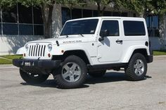 Jeep Wrangler Rubicon white, with matching roof.