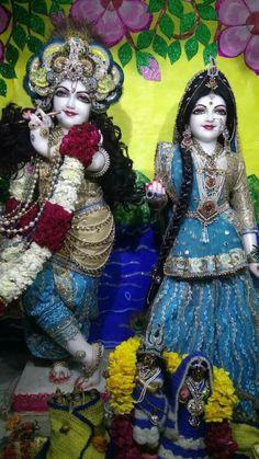Radha Krishna Images, Krishna Radha, Radhe Krishna Wallpapers, Radha Rani, Deities, Temple, Harajuku, Captain Hat, Lord