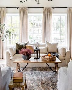 Cozy Living Rooms, My Living Room, Home And Living, Curtains In Living Room, Cozy Family Rooms, Living Room Themes, Family Room Decorating, Family Room Design, Living Room Inspiration