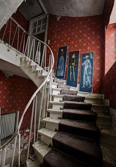 Architecture - Abandoned Places - Creepy photos of doctor's deserted mansion. Old Buildings, Abandoned Buildings, Abandoned Places, Abandoned Property, Abandoned Mansions, Creepy Photos, Stairway To Heaven, Haunted Places, Stairways