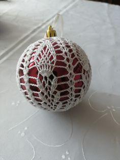 Crochet Christmas Decorations, Christmas Crochet Patterns, Crochet Ornaments, Crochet Snowflakes, Burlap Christmas, Xmas Ornaments, Christmas Crafts, Crochet Butterfly Pattern, Crochet Doily Rug