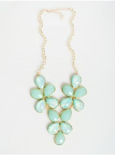 Gorgeous irredescent mint and gold statement necklace !!<3 Get 20% off 1 item http://www.studentrate.com/itp/get-itp-student-deals/eVanity-Student-Discounts--/0