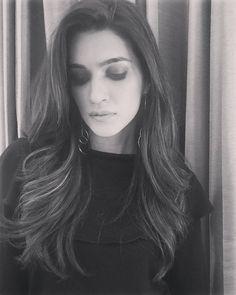 Beautiful Indian Actress, Beautiful Actresses, Beautiful Women, Bollywood Actors, Bollywood Celebrities, Dp Photos, Green Velvet Dress, Soul Sisters, Deepika Padukone