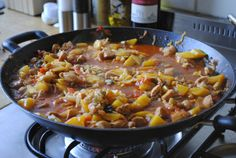 Pilafmet kipzelf maken is makkelijk en zeer smakelijk! Iedereen lust dit graag bij ons, dus aan de slag mensen:)