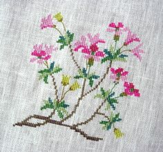 This Pin was discovered by Ale Cross Stitch Heart, Simple Cross Stitch, Cross Stitch Flowers, Cross Stitching, Cross Stitch Embroidery, Hand Embroidery, Embroidery Designs, Crochet Bookmark Pattern, Crochet Bookmarks