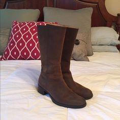 Leather Rockport Boots These are in excellent condition and versatile.  Dress them up or down.  Mocha. Rockport Shoes Winter & Rain Boots