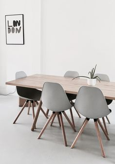 I love the gray chairs!
