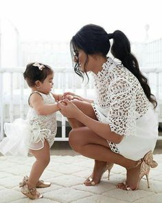 📸 Just the cutest flower girl and mother ever! Tag so… – Mom and Baby Flower Girls, Flower Girl Dresses, Dress Girl, Mother Daughter Fashion, Mom Daughter, Mom And Daughter Matching, Outfits Madre E Hija, Junior Bridesmaid Dresses, Wedding Dresses