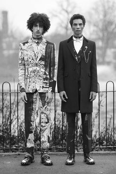 Alexander McQueen unveiled the lookbook for its Fall/Winter 2017 collection.
