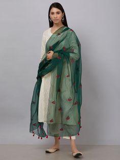 Casual Indian Fashion, Indian Fashion Dresses, Dress Indian Style, Fashion Outfits, Fashion Styles, Simple Kurti Designs, Kurta Designs Women, Pakistani Dresses Casual, Pakistani Dress Design