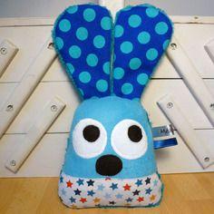Hochet - doudou lapin bleu et blanc - jouet d'éveil