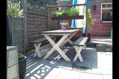 Nice simple  picknick table
