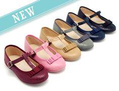 Tienda online de calzado infantil Okaaspain. Diseño y Calidad al mejor precio fabricado en España. Mercedita en forma de T en Serratex estampado con hebilla y lazo