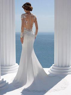 Figurbetontes, spitzenbesetztes Brautkleid im Fit and Flare-Stil mit kleiner Schleppe. Fit And Flare, Mermaid Wedding, Beauty, Wedding Dresses, Fashion, Mermaid Dress Wedding, Lace, Bridal Gown, Figurine
