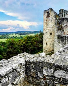 Nenapadá vás, kam si zajet udělat krásný výlet? A co české hrady? Ukážeme vám 30 nejkrásnějších hradů v ČR, které stojí za to navštívit. Mountains, Nature, Travel, Viajes, Traveling, Nature Illustration, Off Grid, Trips, Mother Nature