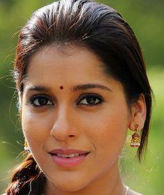 Beautiful Telugu TV Anchor Rashmi Gautam Face Close Up Photos South Indian Actress Hot, Most Beautiful Indian Actress, Beautiful Actresses, Cute Beauty, Beauty Full Girl, Actress Anushka, Rambha Actress, Malayalam Actress, Indiana Girl