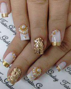 Mais de 90 Ideias para a sua Unha Decorada do Ano Novo! Ongles Bling Bling, Rhinestone Nails, Bling Nails, Gold Nails, Glitter Nails, Gold Glitter, Subtle Nail Art, Trendy Nail Art, Bridal Nails