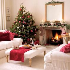 Christmas room red