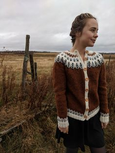 Autumnal Handknit Sweater – Ways of Wood Folk Country Fashion, Folk Fashion, Ladies Cardigan Knitting Patterns, Icelandic Sweaters, Moda Boho, Vintage Inspired Outfits, How To Purl Knit, Hand Knitted Sweaters, Handmade Clothes