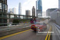 Lizenzfreies Bild: Scene of taxi road and skyscrapers Hong Kong