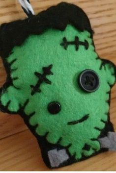 Frankenstein Felt Pattern Free to download Felt Patterns Free, Felt Crafts Patterns, Plushie Patterns, Free Pattern, Craft Tutorials, Sewing Tutorials, Craft Ideas, Holiday Ornaments, Holiday Crafts