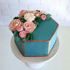 The shape of this cake though! You can find Floral cake and more on our website.The shape of this cake though! Gorgeous Cakes, Pretty Cakes, Amazing Cakes, Beautiful Cake Designs, Dessert Design, Cupcake Cakes, Cupcakes, Decoration Patisserie, Cake Shapes