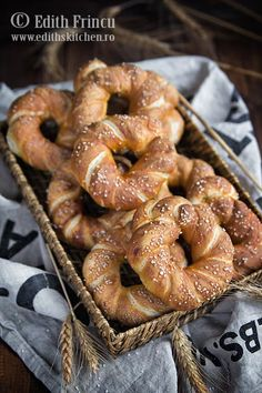 Bagels - Covrigi Recipe in Romanian Pastry And Bakery, Bread And Pastries, Breakfast Snacks, Breakfast Recipes, Edith's Kitchen, Tapas, Romanian Food, Just Bake, Toddler Meals