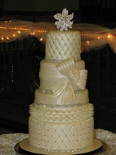Traditional+wedding+cake+with+bling