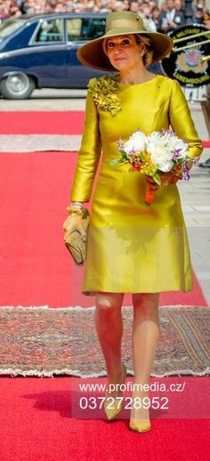 Short Dresses, Summer Dresses, Church Dresses, Queen Maxima, Love Her Style, Donna Karan, Glamour, Yellow Dress, Style Icons