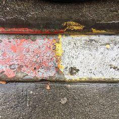 <For best experience see my feed. #oakland #roadart #lane #asphaltart  #urban #urbanart #urbanarcheology #artaccidently #pavement #hardscape #streetart #modern #modernist #accidentalart #abstractart #abstract #art #lookdown #unintentionalart #unexpectedart #curb #minimalist #gutter #painted #asphaltography #roadart #streetmarkings #parkinglot #speedbump #asphaltography