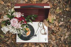 vintage record player wedding decor http://weddingwonderland.it/2015/07/matrimonio-autunnale-nel-bosco.html
