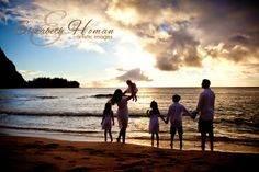 Portraits in Hawaii from Master Photographer Elizabeth Homan. www.portraitsbyelizabeth.com #hawaii #portraitsinhawaii