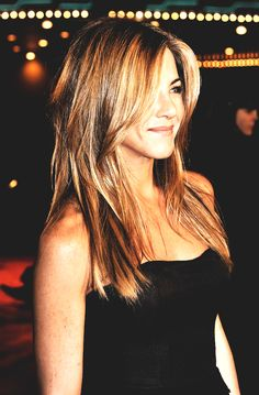 ideas hair color highlights caramel jennifer aniston for 2019 Jennifer Aniston Style, Jennifer Aniston Brown Hair, Jennifer Aniston Pictures, Jennifer Aniston Hairstyles, Jeniffer Aniston, Medium Hair Styles, Long Hair Styles, Hair Color Highlights, Brown Hair Colors