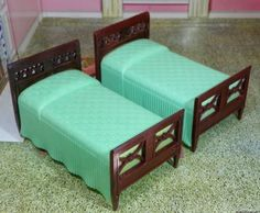 Renwal-RARE-GREEN-BEDS-Vintage-Dollhouse-Furniture-Ideal-Miniature-Plastic-1-16
