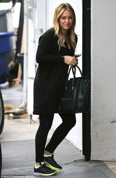 Hilary Duff Hilary Duff Style, Back To School Outfits, Mommy Style, Gym Style, Kate Moss, The Duff, Hilary Duff Pregnant, Fitness Fashion, Celebrity Style