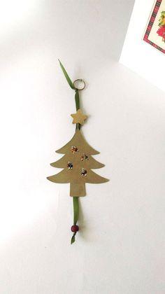 Metal Christmas Tree, Christmas Tree Decorations, Christmas Tree Ornaments, Holiday Decor, Handmade Ornaments, Handmade Decorations, Handmade Christmas, Colored Paper, Lucky Charm