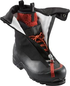 ARC'TERYX is a high performance outdoor equipment company known for leading innovations in climbing, skiing and alpine technologies Trekking Outfit, Trekking Gear, Mountaineering Boots, Le Double, Escalade, Hiking Shoes, Hiking Clothes, Snow Boots, Outdoor Gear