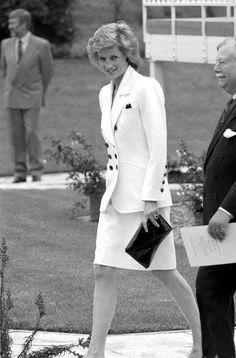 Diana, Princess of Wales Butlin House Bletchley Buckinghamshire , le 25 Mai 1989 _ Suite