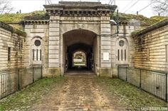 Le Fort de Sucy, construit entre 1879 et 1881 Hommes Au Style Country, Construction, Mansions, House Styles, Home, Wine Making, Basketball Hoop, World War I, Ile De France