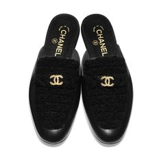 Sandals of the Spring-Summer 2020 CHANEL Fashion collection: Pearls & Lambskin, , Black on the CHANEL official website. Chanel Mules, Chanel Shoes Flats, Chanel Fashion, Fashion Shoes, Chanel Pearls, Coco Chanel, Chanel Online, Chanel Store, Eyewear Online