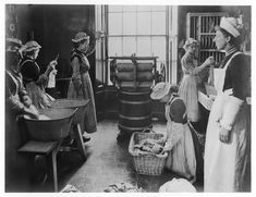 Most working class women didn't have access to education in the Victorian Era, but by the vocational schools were spreading to train these women for jobs (especially in domestic service). This is a laundry class at the Housewifery Centre in Greenwich Victorian History, Victorian Life, Victorian Women, Vintage Photos Women, Vintage Photographs, Art Nouveau, Women In History, British History, Belle Epoque