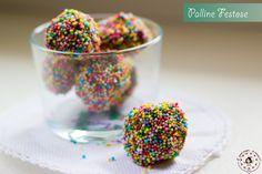 Le Palline festose sono uno dei dolcetti più semplici e gustosi che possiate realizzare, anche con l'aiuto dei vostri bimbi! Senza cottura