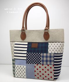 Patchwork Bag: 45 modelos y paso a paso Sacs Tote Bags, Tote Purse, Patchwork Bags, Quilted Bag, My Bags, Purses And Bags, Bag Quilt, Craft Bags, Simple Bags
