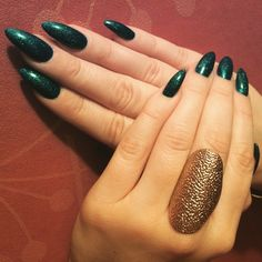 Green stiletto nails with glitter
