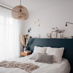 Awesome Deco Chambre Marin that you must know, You?re in good company if you?re looking for Deco Chambre Marin Home Bedroom, Bedroom Decor, Calm Bedroom, Trendy Home, Style At Home, Cheap Home Decor, Home Interior Design, Interior Inspiration, Design Inspiration