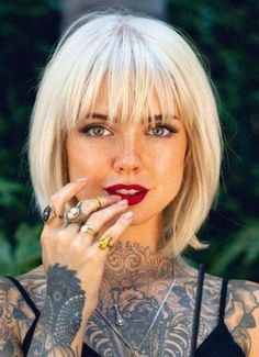 Bob Hairstyles With Bangs, Haircuts For Fine Hair, Short Hair With Bangs, Modern Hairstyles, Full Fringe Hairstyles, Short Bob Bangs, Hair Short Bobs, Blonde Bob With Bangs, Hairstyles Haircuts