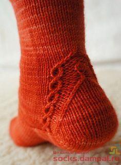 Neuen : Ravelry: Keväthuuma-patroon van Tiina Kuu ziet eruit alsof het gratis is , Loom Knitting Patterns, Knitting Stitches, Knitting Designs, Knitting Socks, Hand Knitting, Stitch Patterns, Knitting Tutorials, Knitting Machine, Vintage Knitting