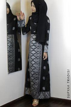 Muslim Fashion, Hijab Fashion, Fashion Dresses, Women's Fashion, Kebaya Dress, Batik Fashion, Abayas, Festival Outfits, High Waisted Skirt