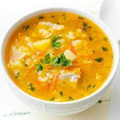 Genialna zupa na przeziębienia i na jesienno-zimową szarówkę. Rozgrzewająca i pożywna. Kolejna odsłona popularnej polskiej zupy - krupniku, tym razem w wersji z kaszą jaglaną (tradycyjnie do krupniku używa się kaszy jęczmiennej). Jesienią i zimą częściej gotuję zupy na bazie wywaru mięsnego. Taka zupa jest bardziej wartościowa i sycąca! Jeśli jednak macie już gotowy bulion (np. z kostki ekologicznej) możecie w 15 minut ugotować błyskawiczny krupnik jaglany rozpoczynając przygotowanie zupy od… Asian Noodle Recipes, Asian Noodles, Thai Red Curry, Cooking, Ethnic Recipes, Food, Chili Con Carne, Essen, Kitchen